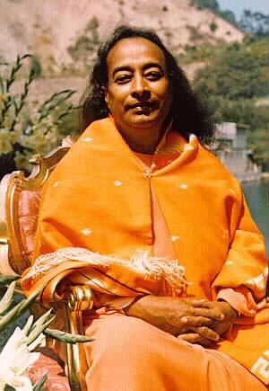 Paramahansa_Yogananda_sitting