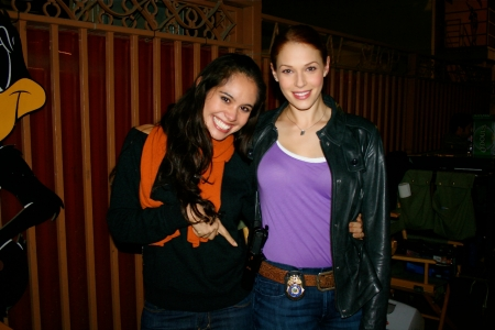 I'd just like to call attention to Amanda Righetti's - one of the stars of The Mentalist and one of the sweetest people ever- prop of a gun and badge. Don't mess with Amanda! I love it. So much fun to dress up like that. :)